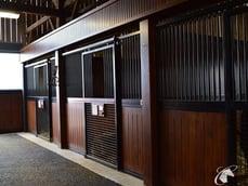 sliding-horse-stall